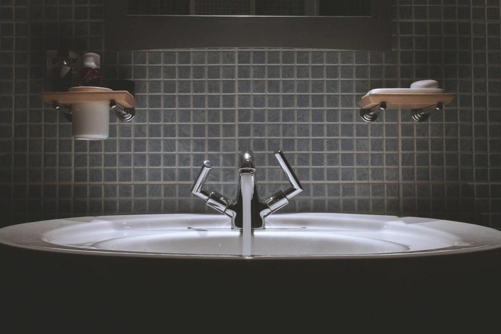 Badkamer zellf tegelen