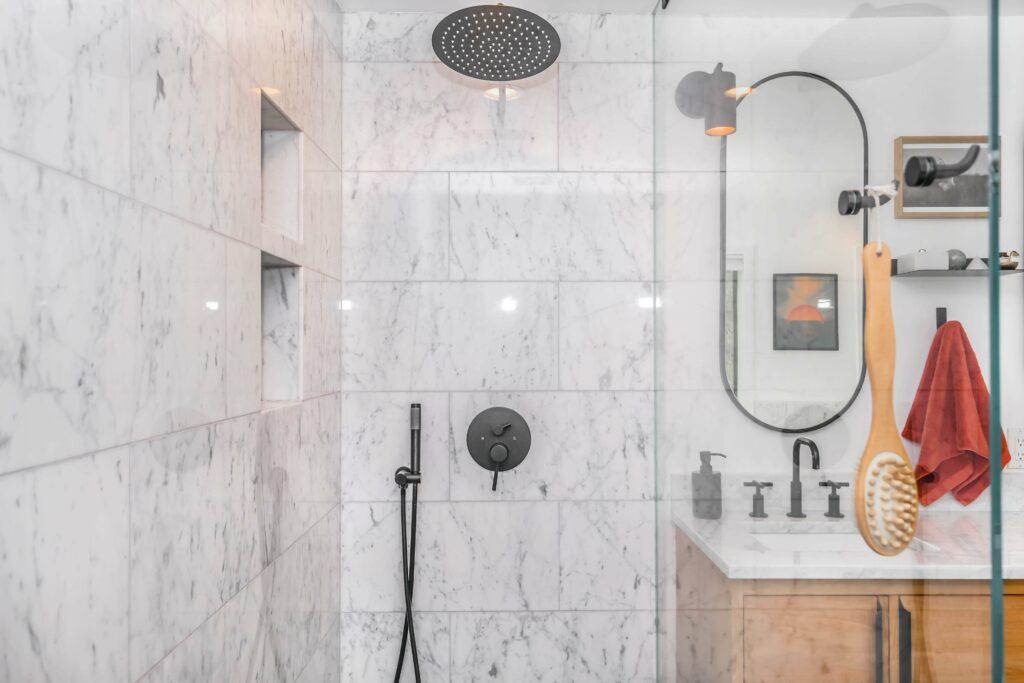 Een nieuwe douchewand